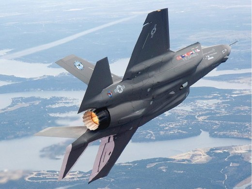 The federal government is apparently close to making a decision on whether to buy the F-35 or do an open competition.