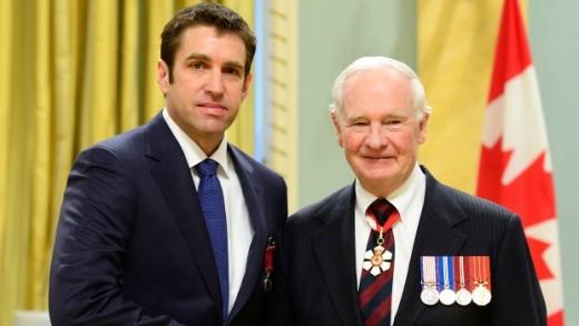 Pilot James Kitchen received Medal of Bravery from Governor General David Johnston.