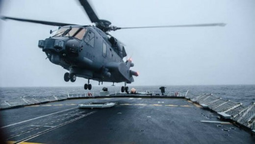 CH-148 Cyclone lands on the deck of HMCS Halifax. Photo by Ordinary Seaman Kwan